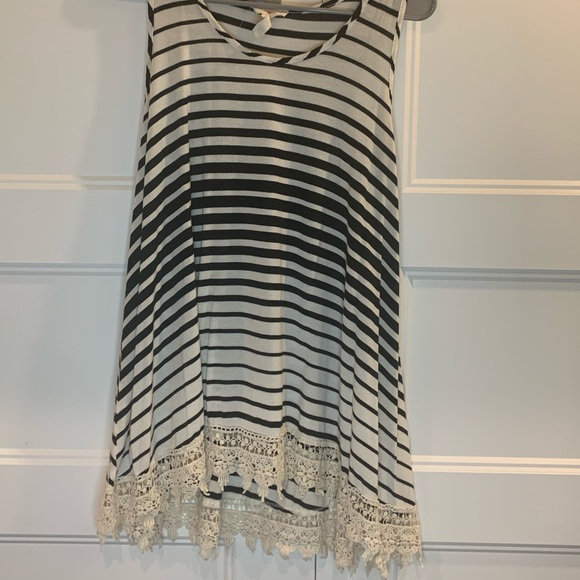 Tops - Women's tank with lace detail
